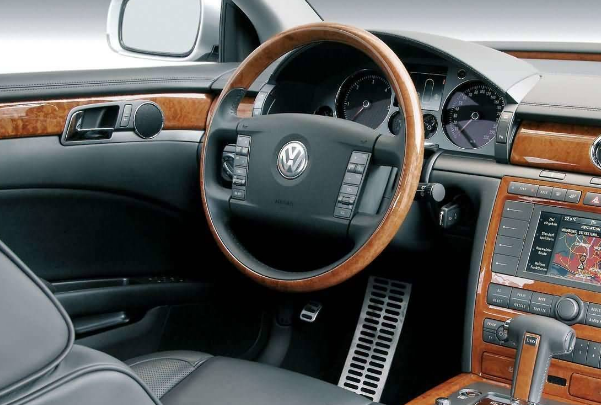 2004 Volkswagen Phaeton Interior and Redesign
